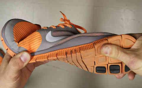 Oikean kengän kiertojäykkyys
